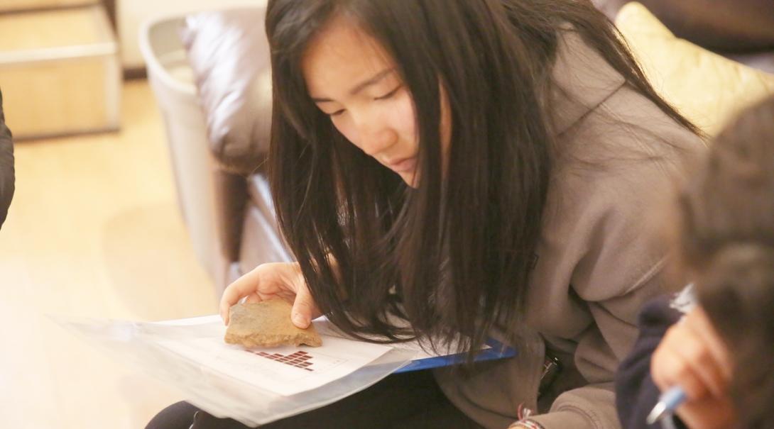 南米ペルーで遺跡発掘物を研究する日本人高校生ボランティア